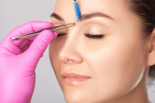 Waxing eyebrow